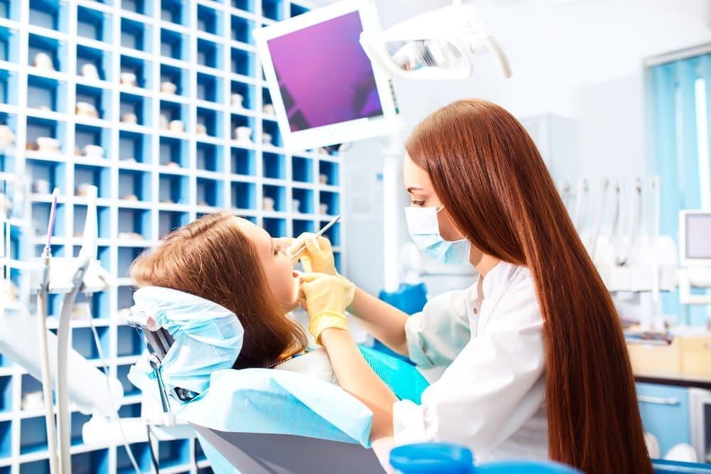 Качество пломбирования каналов зависит от используемых материалов и мастерства стоматолога.