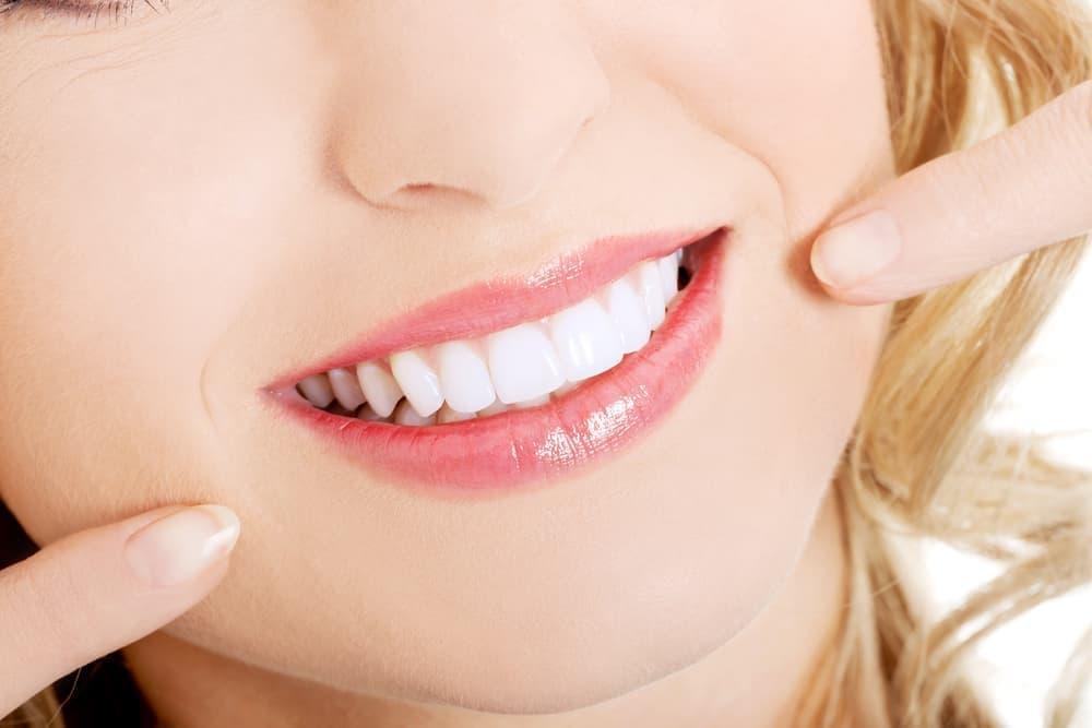 Белоснежная, здоровая улыбка – такого эффекта позволяют добиться современные достижения стоматологии, например, использование композитных материалов.