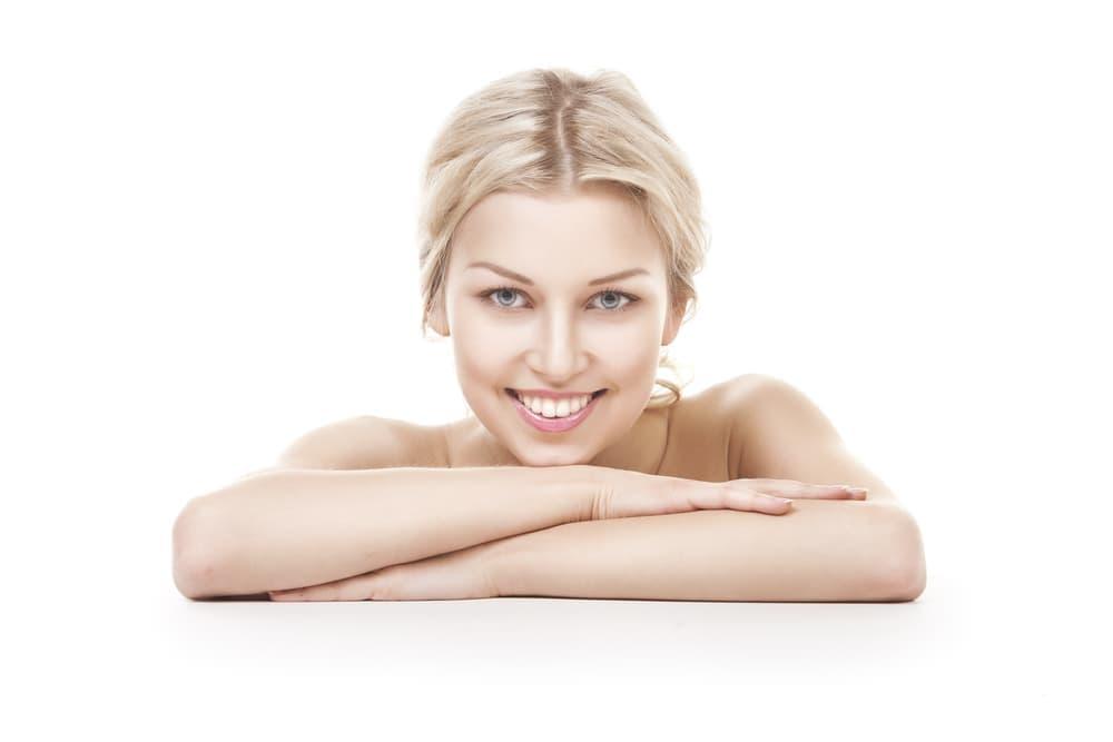 Достичь белоснежной улыбки можно как в кабинете стоматолога, так и в домашних условиях – профессионально, комфортно и безопасно.