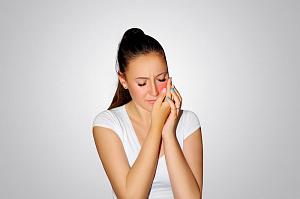 Причины зуда в деснах и зубах у взрослого человека